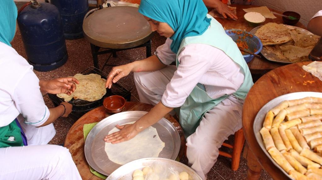 Préparation plats marocains – Association Amal pour les arts culinaires – Copyright Sarah ZOUAK